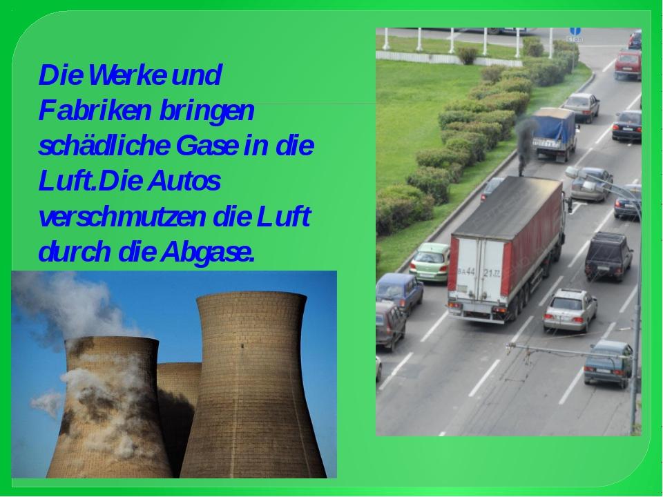 Die Werke und Fabriken bringen schädliche Gase in die Luft.Die Autos verschmu...