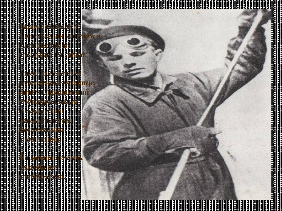 Окончив школу в Гжатске, он задумался о профессии и поступил на завод. Закон...